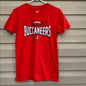 NFL men's Tampa Bay Buccaneers red tee shirt
